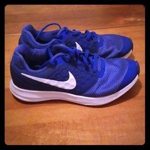 Boys Nikes Size 4